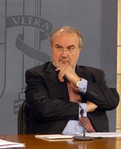 Pedro Solbes explica medidas en CCM