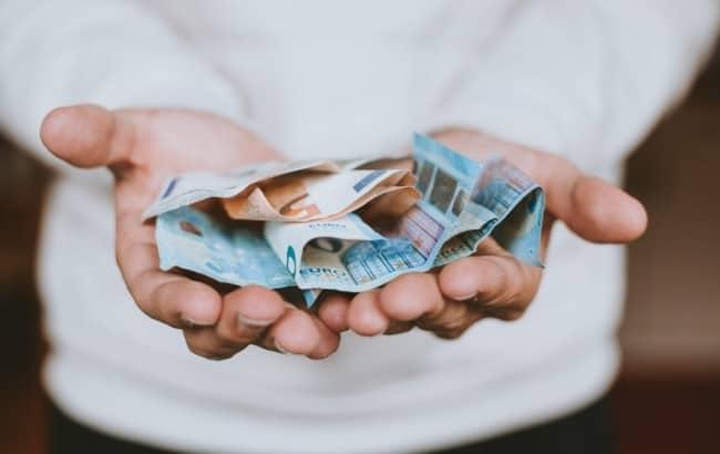 ingresar dinero en un banco español
